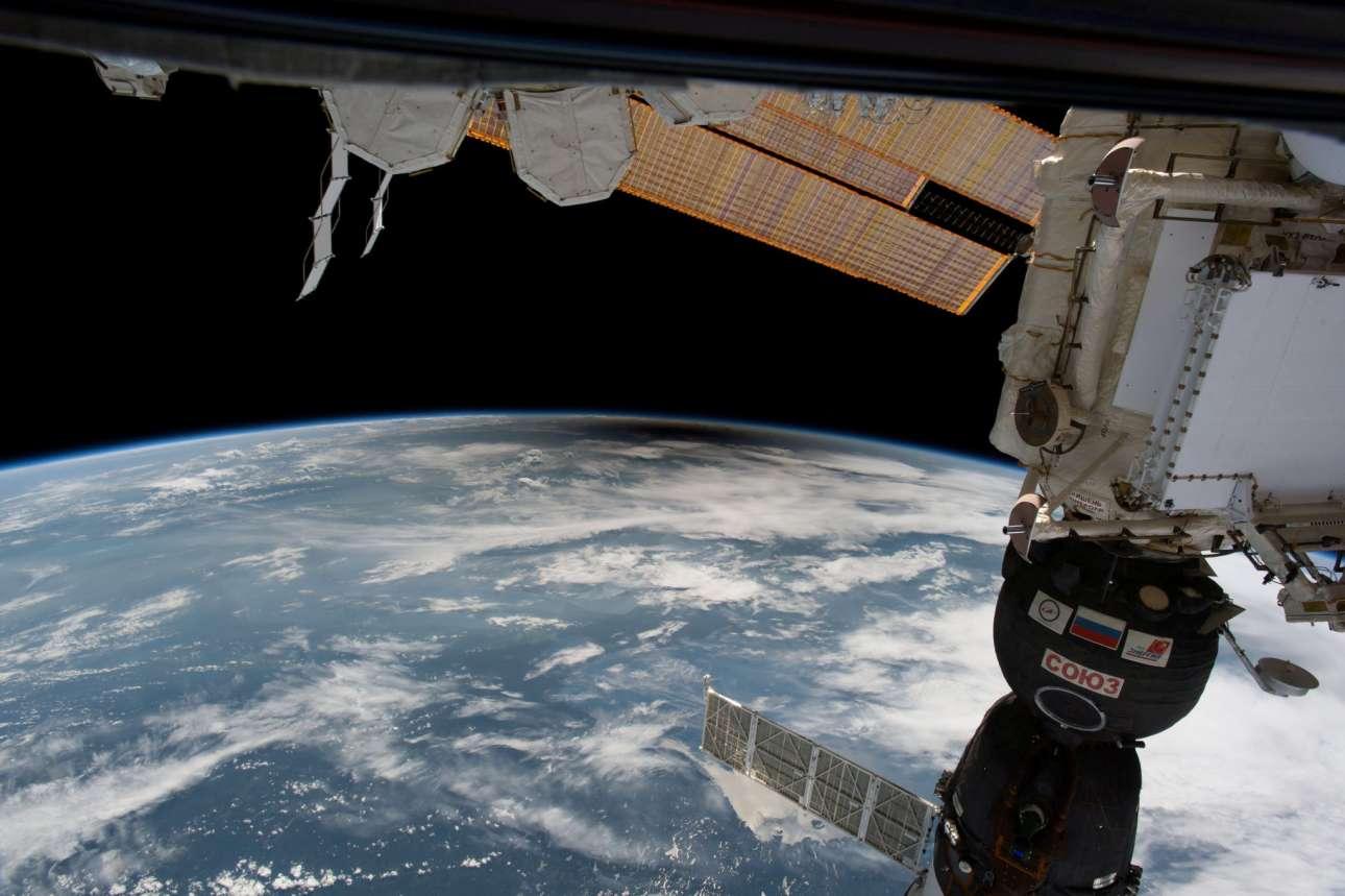 Η σκιά της Σελήνης πάνω από τις ΗΠΑ διακρίνεται ξεκάθαρα από τον Διεθνή Διαστημικό Σταθμό