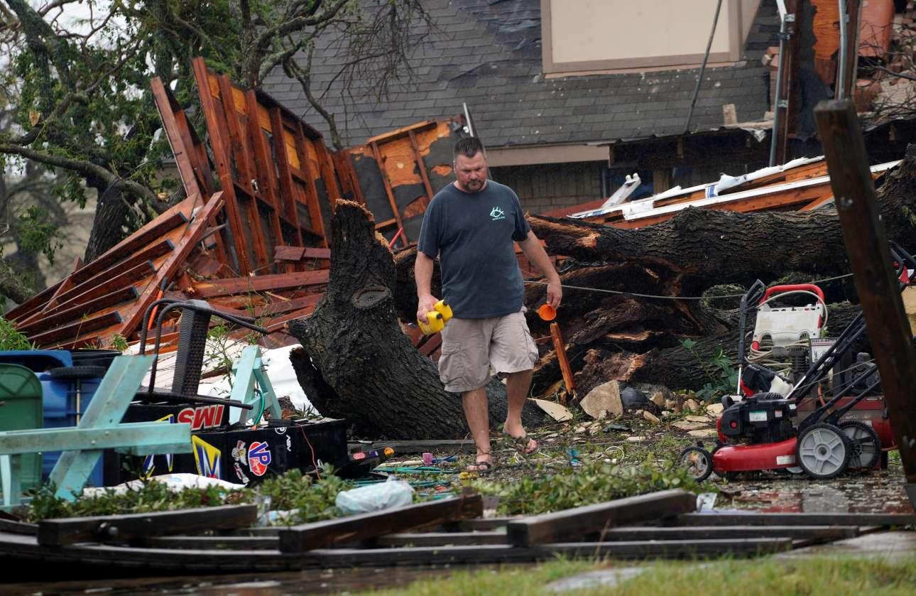 Οι κάτοικοι των περιοχών που επλήγησαν από την ισχυρή καταιγίδα, μετρούν τις πληγές τους