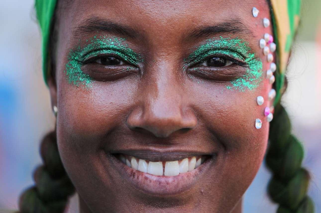 Γκλίτερ, φτερά και χρώματα - τα σήματα κατατεθέντα του καρναβαλιού