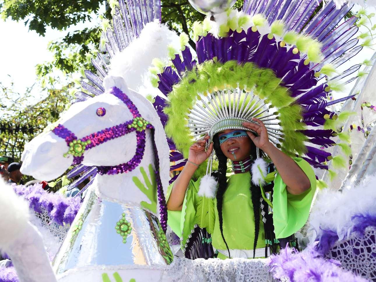 Ενα εντυπωσιακό άρμα παίρνει μέρος στην παιδική παρέλαση