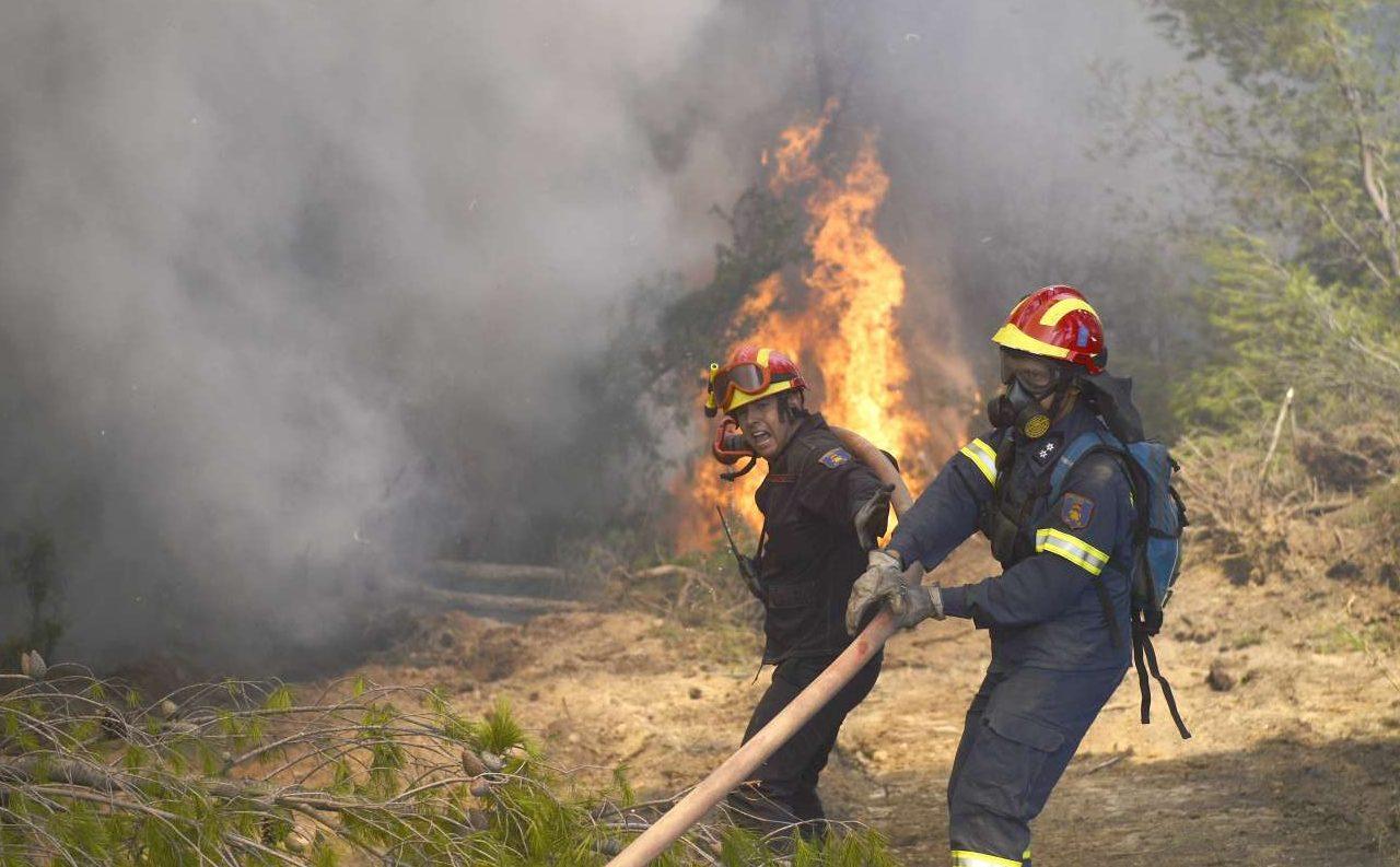 Πώς πλησιάζεις τη φωτιά; Οταν νομίζεις ότι οι φλόγες είναι στην πλάτη σου; Απίστευτο θάρρος