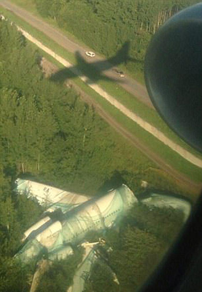 Ενα ανατριχιαστικό θέαμα υποδέχεται τους επιβάτες του αεροπλάνου, λίγο πριν από την προσγείωση στο αεροδρόμιο της Μόσχας