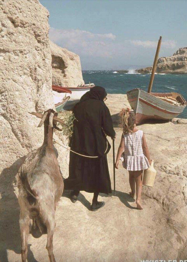 Η ζωή στο φτωχό ψαροχώρι τα χρόνια που οι σπηλιές των Ματάλων έγιναν προορισμός για τα «παιδιά των λουλουδιών»