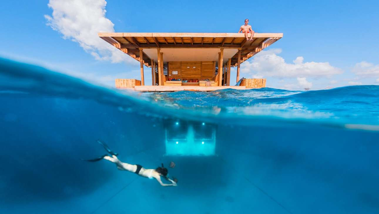 Above-and-under-water-room