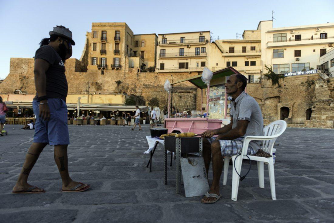 «Απόγευμα στο παλιό ενετικό λιμάνι των Χανίων και ένα ελαφρύ σνακ είναι ό,τι πρέπει»