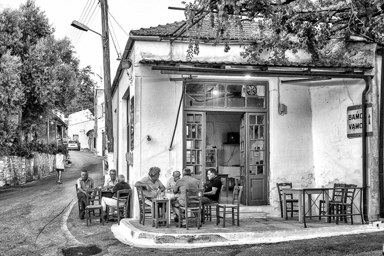 «Ταξιδεύοντας στις μνήμες μου, στον τόπο μου... Ακυρώνοντας τον χρόνο...» γράφει ο φωτογράφος στην συνοδευτική λεζάντα