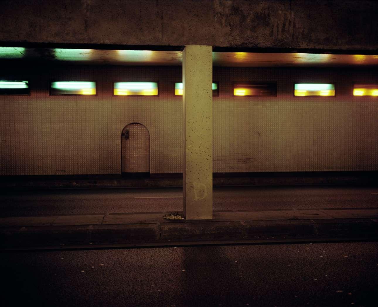 Νταϊάνα Σπένσερ, Σήραγγα Pont-de-l'Alma, Παρίσι, 31 Αυγούστου 1997. Η πριγκίπισσα της Ουαλίας Νταϊάνα και ο Ντόντι Αλ Φαγιέντ δειπνούν στο Ritz. Για να ξεφύγουν από τους παπαράτσι, βγαίνουν από την πίσω είσοδο. Ενα αυτοκίνητο τους περιμένει. Παρά τις προφυλάξεις τους, ορισμένοι φωτογράφοι τους ακολουθούν. Για να τους αποφύγει, ο οδηγός τρέχει με μεγάλη ταχύτητα μπαίνοντας στη σήραγγα Alma. Η Μερσεντές χτύπησε πρώτα ένα αυτοκίνητο πριν συντριβεί σε μία κολόνα στη μέση της σήραγγας. Ο Αλ Φαγιέντ και ο οδηγός πεθαίνουν αμέσως. Η Lady Di μεταφέρεται στο νοσοκομείο και ξεψυχά λίγες ώρες αργότερα