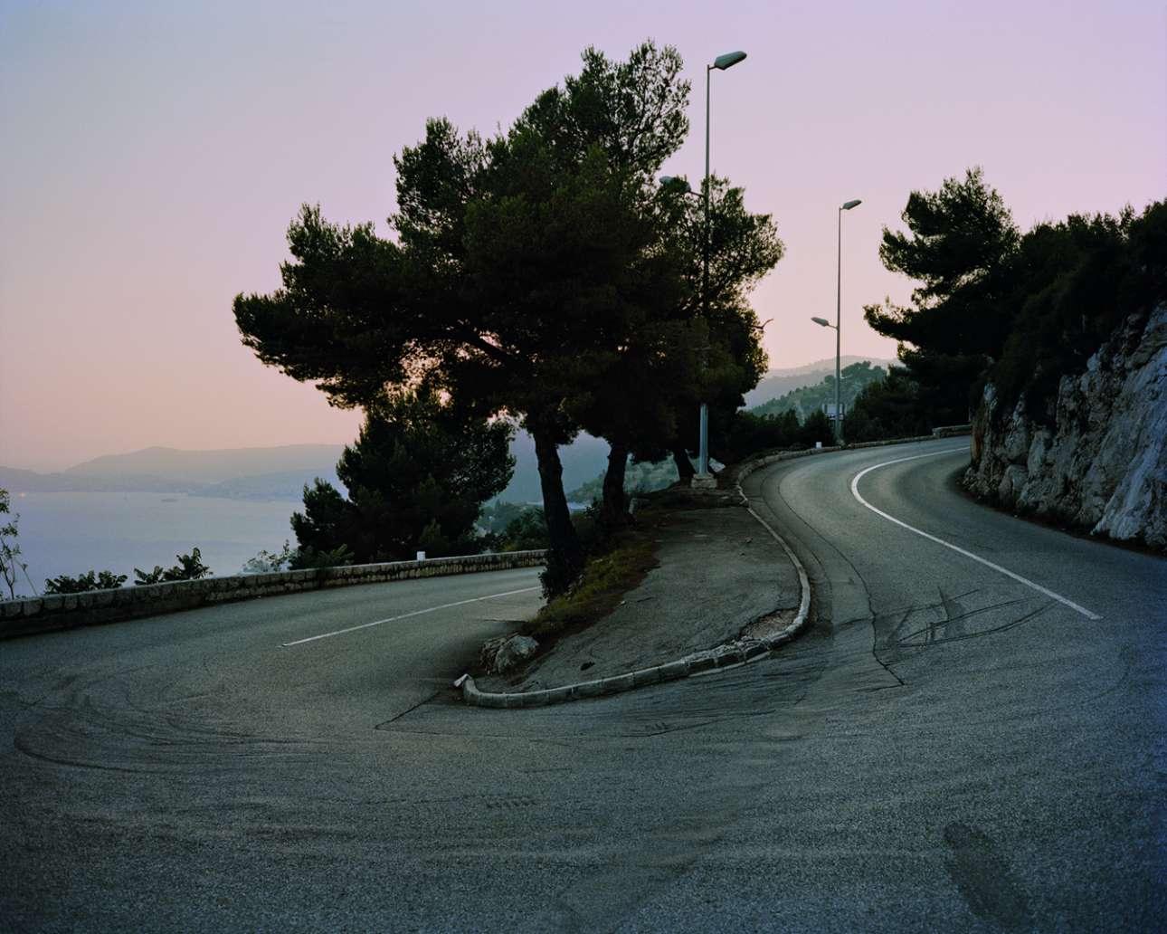 Γκρέις Κέλι, Route de la Turbie, Μονακό, 13 Σεπτεμβρίου 1982. Η Γκρέις Κέλι είναι μαζί με τη κόρη της Στεφανί και πηγαίνει προς Παρίσι, όταν σε μία στροφή της «φεύγει» το Rover P6 3500. Το αυτοκίνητο πέφτει πάνω σε ένα πάρκινγκ σπιτιού, 40 μέτρα πιο κάτω. Ενώ η Στεφανί δεν έχει ούτε μία γραντζουνιά, η πριγκίπισσα του Μονακό πεθαίνει την επόμενη μέρα από εγκεφαλική αιμορραγία