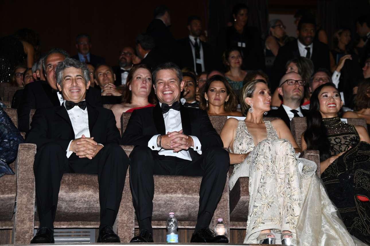 Ο σκηνοθέτης και οι πρωταγωνιστές του «Downsizing» στην επίσημη προβολή της ταινίας. Κρίνοντας από τα πλατιά χαμόγελα του Πέιν και του Ντέιμον, η υποδοχή ήταν μάλλον θερμή