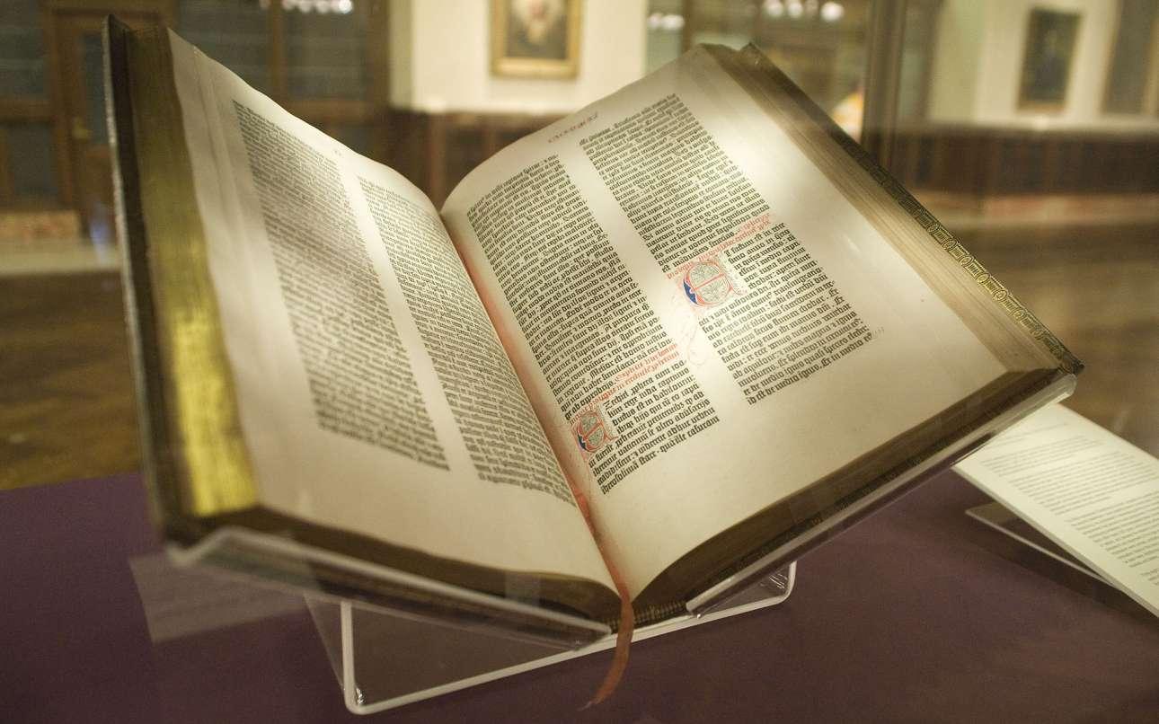 Gutenberg_Bible,_Lenox_Copy,_New_York_Public_Library,_NYC Wanderer (Kevin Eng)-wikipedia