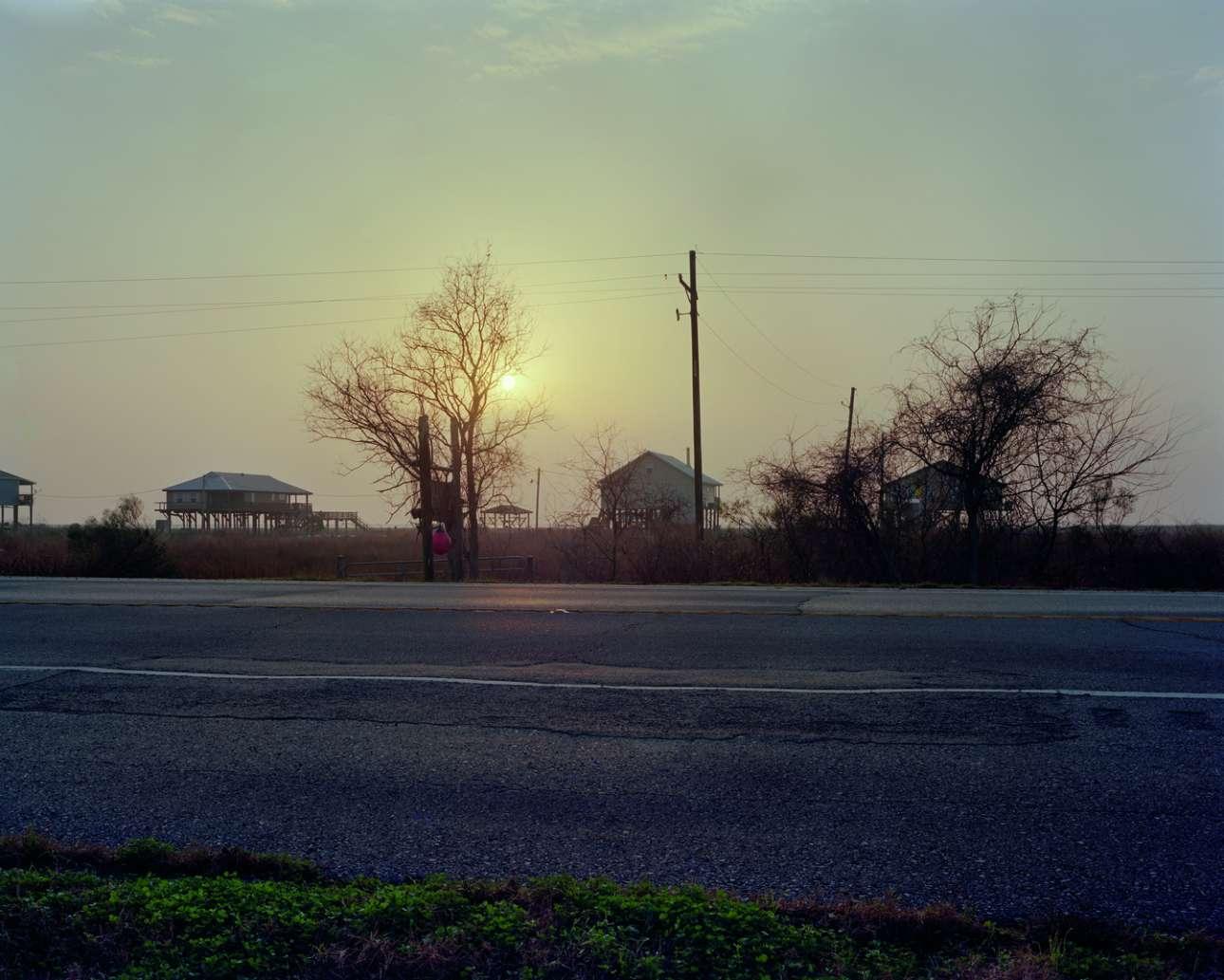 Τζέιν Μάνσφιλντ, Αυτοκινητόδρομος 90, Λουιζιάνα, 29 Ιουνίου 1967. Μετά την εμφάνιση της σε ένα καμπαρέ του Μπιλόξι, η Τζέιν Μάνσφιλντ μεταφέρεται από δύο φίλους της στη Νέα Ορλέανη. Πίσω στο αυτοκίνητο, τρία παιδιά κοιμούνται βαθιά. Γύρω στις 2 τα ξημερώματα, το εντομοκτόνο που έχει ψεκάσει ένα τρακτέρ, παρεμποδίζει σοβαρά την ορατότητα και ο οδηγός τρακάρει με δύναμη την Μπιούικ στο πίσω μέρος ενός φορτηγού. Οι τρεις ενήλικες πεθαίνουν επί τόπου, τα τρία παιδιά βγαίνουν άθικτα. Μετά το θάνατο της αισθησιακής σταρ, στα φορτηγά των ΗΠΑ συνιστάται να έχουν προφυλακτήρα. Και ονομάζεται μπάρα Μάνσφιλντ