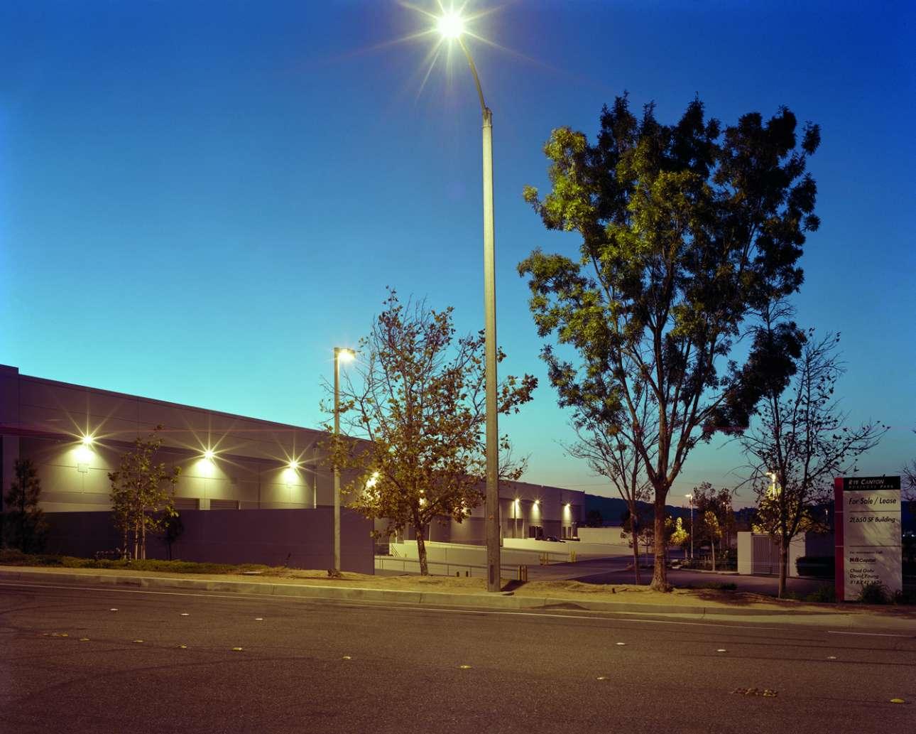 Πολ Γουόκερ, Οδός Ηρακλή, Καλιφόρνια, 30 Νοεμβρίου 2013. Ο πρωταγωνιστής της ταινίας «Fast and Furious» επέβαινε σε Porsche που οδηγούσε ο φίλος του Ρότζερ Ράντα. Το αυτοκίνητο «καρφώνεται» σε στύλο με ταχύτητα 160 χλμ. και τυλίγεται στις φλόγες. Ο Ράντα πεθαίνει ακαριαία, ο Γουόκερ πεθαίνει από τραυματισμούς και εγκαύματα