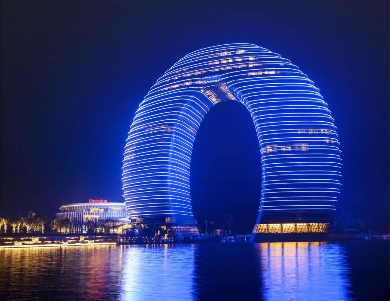 Sheraton_Huzhou_Hot_Spring_Resort_night_view-Xem trong trình duyệt-wikipedia