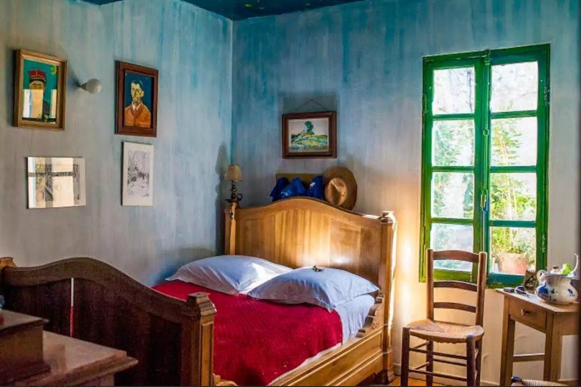 Van-Gongh-room-airbnb