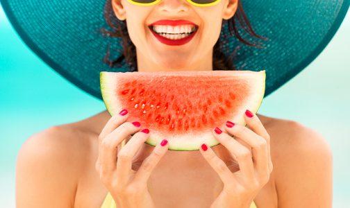 Woman holding watermelon-pr_453983704