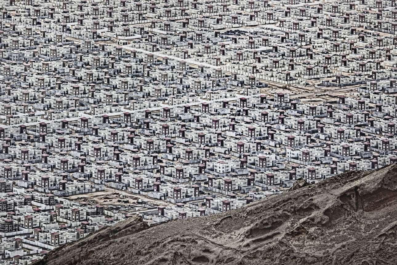 «Αλ Αϊν» - Ειδική Μνεία, κατηγορία Πόλεις. Μία απέραντη πόλη «ξεφυτρώνει» μέσα από την έρημο κοντά στην πόλη Αλ Αΐν, στα Ηνωμένα Αραβικά Εμιράτα