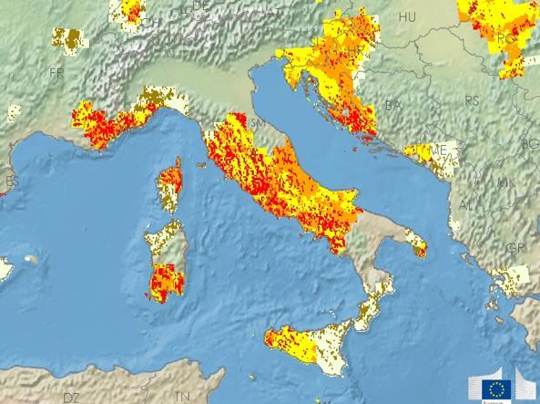 Με κόκκινο χρώμα σημειώνονται οι εξαιρετικά επιβαρυμένες από την ξηρασία περιοχές
