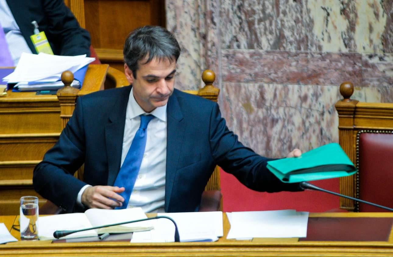 Ο ΚΥριάκος Μητσοτάκης ως υπουργός Διοικητικής Μεταρρύθμισης, στη συζήτηση στη Βουλή του νομοσχεδίου για τις αλλαγές στο Δημόσιο στις 12 Μαρτίου 2014. Eξω οι δρόμοι φλέγονταν... / INTIMEnews