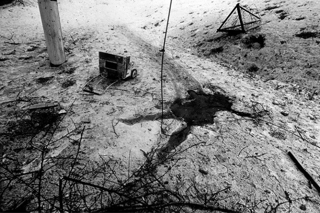 Η σκιά στο έδαφος είναι ό,τι απόμεινε από έναν άνδρα που σκοτώθηκε από ρωσική ρουκέτα στην πολιορκία του Γκρόζνι στην Τσετσενία το 1995. Ο Στάνλεϊ Γκριν, ο φωτογράφος που απαθανάτισε αυτό το δυνατό και ωμό ενσταντανέ και τιμάται στο φεστιβάλ, πέθανε τον περασμένο Μάιο
