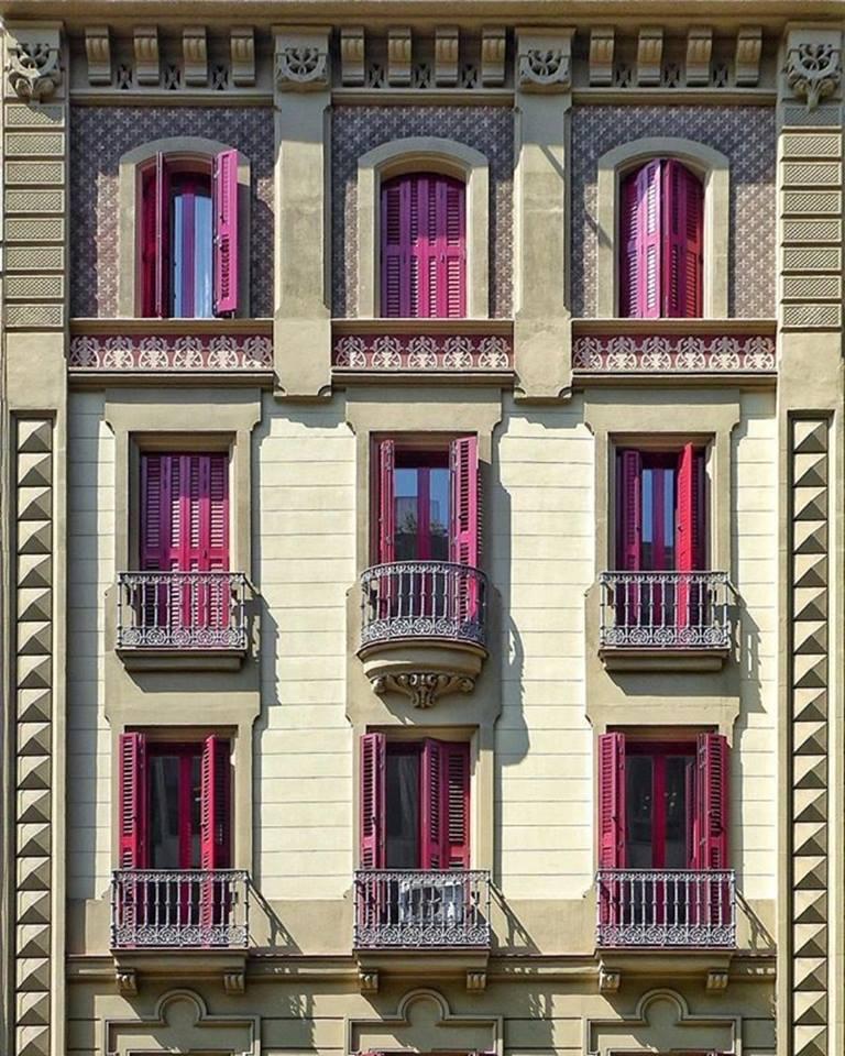 Ενα κτίριο που θυμίζει κουκλόσπιτο στην περιοχή L'Eixample