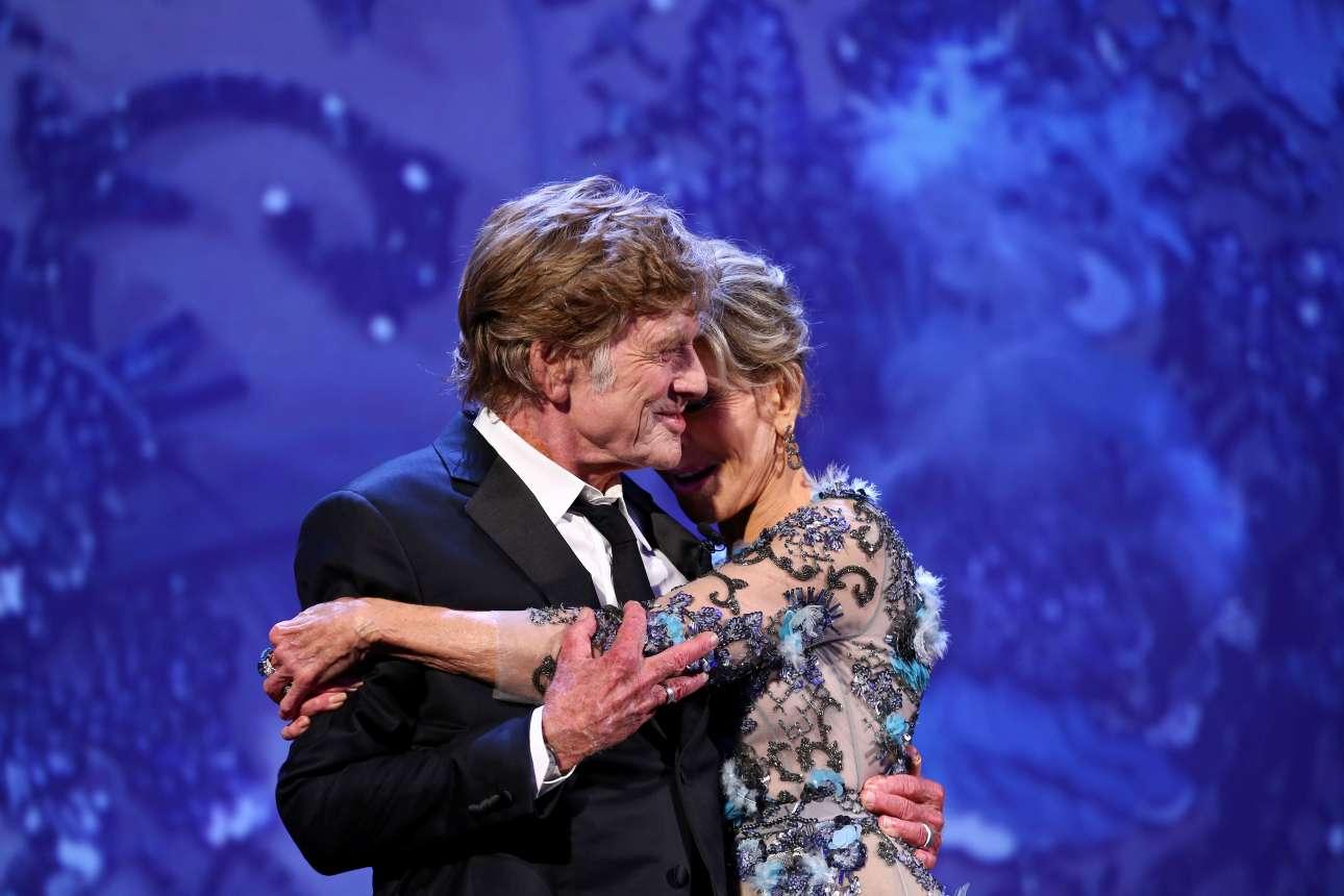 Η ώρα της βράβευσης. Το ζευγάρι αγκαλιά, η Μόστρα -και μαζί της όλος ο κόσμος της Εβδομης Τέχνης- υποκλίνονται στους θρύλους