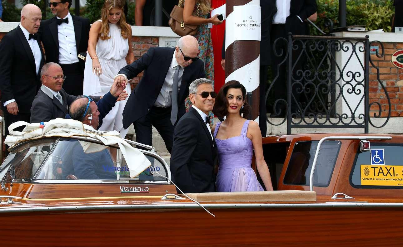 Τζορτζ Κλούνεϊ και Αμάλ Αλαμουντίν αναχωρούν από το ξενοδοχείο τους για να μεταβούν στον χώρο της πρεμιέρας του «Suburbicon»