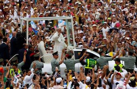 2017-09-08T170044Z_596574623_RC1B3512D900_RTRMADP_3_POPE-COLOMBIA