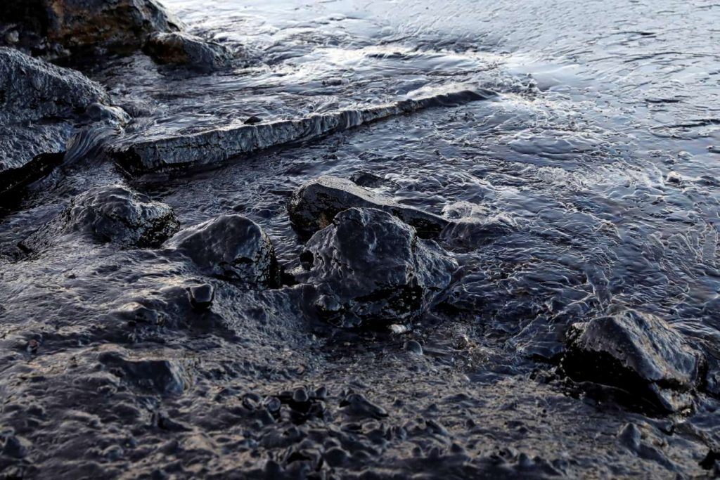 2017-09-12T140754Z_111812732_RC1397B2CB00_RTRMADP_3_GREECE-ENVIRONMENT-OIL-SPILL