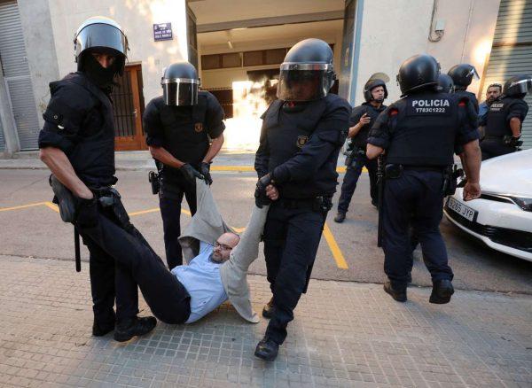 2017-09-19T180234Z_1524869128_RC1DE3889C00_RTRMADP_3_SPAIN-POLITICS-CATALONIA