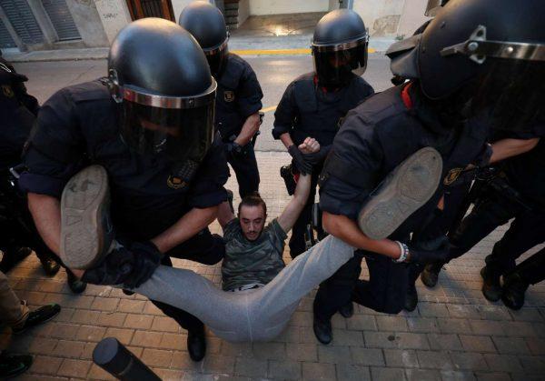 2017-09-19T180648Z_922866508_RC1DC14C2C00_RTRMADP_3_SPAIN-POLITICS-CATALONIA