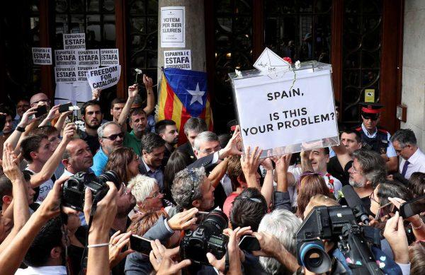 2017-09-20T100114Z_662096389_RC1D2A0A8C80_RTRMADP_3_SPAIN-POLITICS-CATALONIA