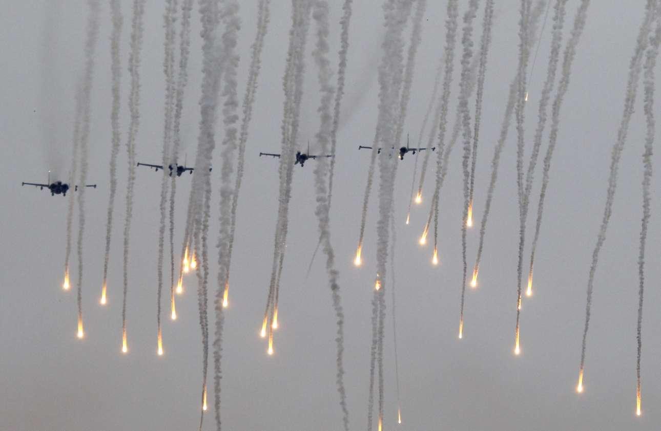 Τετάρτη, 20 Σεπτεμβρίου. Πολεμικές ασκήσεις μεγάλης κλίμακας με ονομασία την «Zapad 2017» από την Ρωσία και την Λευκορωσία κοντά στην πόλη Μπορίσοφ της Λευκορωσίας