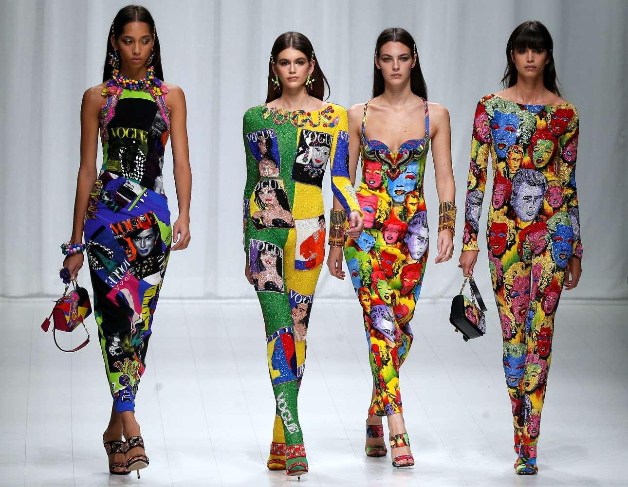 Ύμνος στην ποπ κουλτούρα και την τέχνη του Άντι Γουόρχολ με ολόσωμες φόρμες και μακριά φορέματα. Το street style θα καλοδεχτεί αυτές τις νέες πινελιές από τον οίκο Versace που φαίνεται να πρωτοπορεί με τα νέα στοιχεία που εισήγαγε
