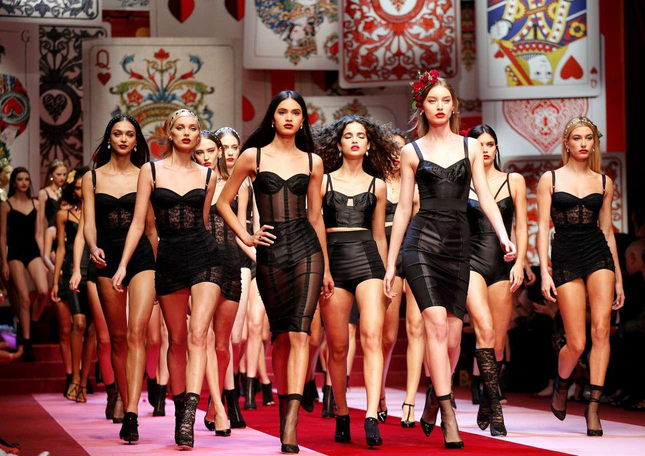 Το σόου του ιταλικού οίκου Dolce&Gabbana Άνοιξη- Καλοκαίρι 2018 ήταν ένα υπερθέαμα όπως αναμενόταν. Στο τέλος της επίδειξης τα μοντέλα παρουσιάσθηκαν στην πασαρέλα με μαύρα εσώρουχα, φλογερό κόκκινο κραγιόν και ανάλογο ταπεραμέντο στο βηματισμό όπως το επιβάλλει το πρότυπο της γυναίκας της λεκάνης της Μεσογείου