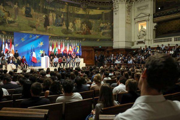 Πολύ το κοινό στο αμφιθέατρο του Πανεπιστημίου, παρακολουθώντας την ομιλία Μακρόν (REUTERS/Ludovic Marin/Pool)