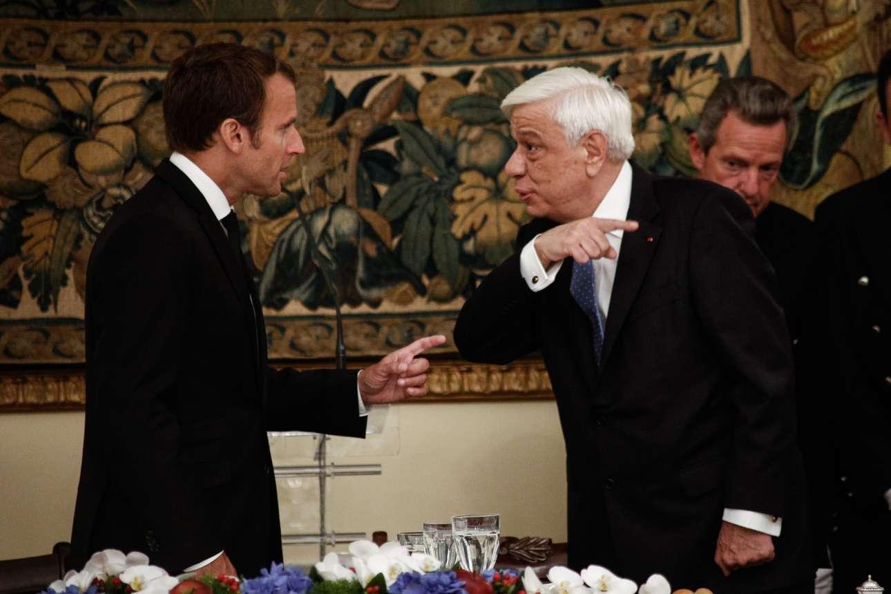 Μοιάζουν να τσακώνονται αλλά έτσι εκφραστικοί είναι όλοι οι γαλλόφωνοι. Οι δύο πρόεδροι σε ένα χαρακτηριστικό στιγμιότυπο στο δείπνο