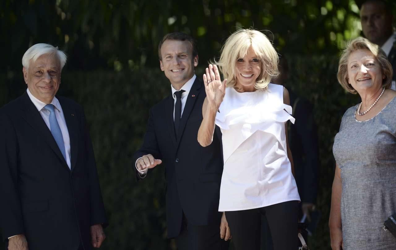 Χαμόγελα έξω από το Προεδρικό Μέγαρο