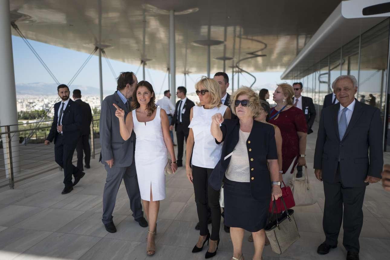 Η Μπέτυ Μπαζιάνα ξεναγεί την Πρώτη Κυρία της Γαλλίας στις εγκαταστάσεις του Κέντρου Πολιτισμού «Ιδρυμα Σταύρος Νιάρχος»