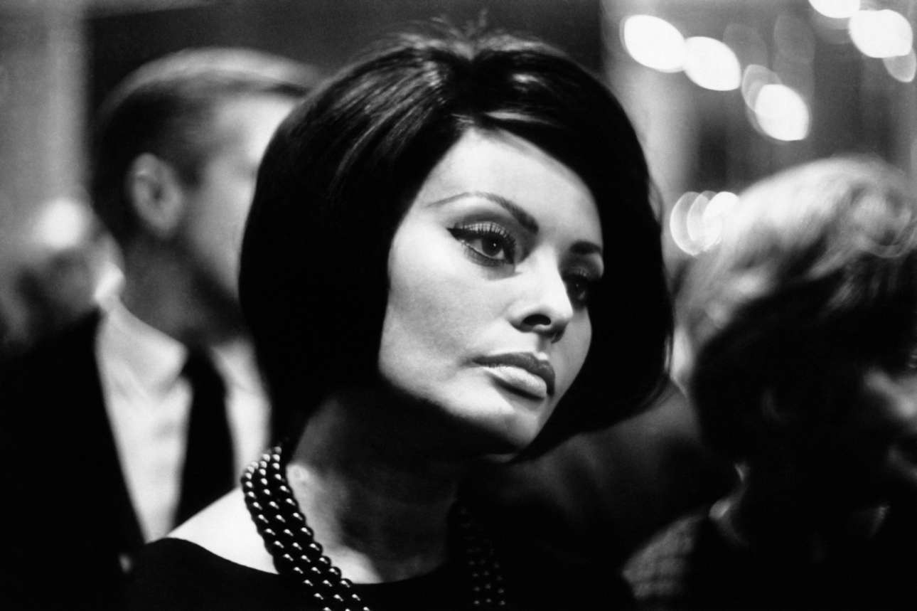 To 1964, η Σοφία Λόρεν είναι το παγκόσμιο σύμβολο της μεσογειακής ομορφιάς