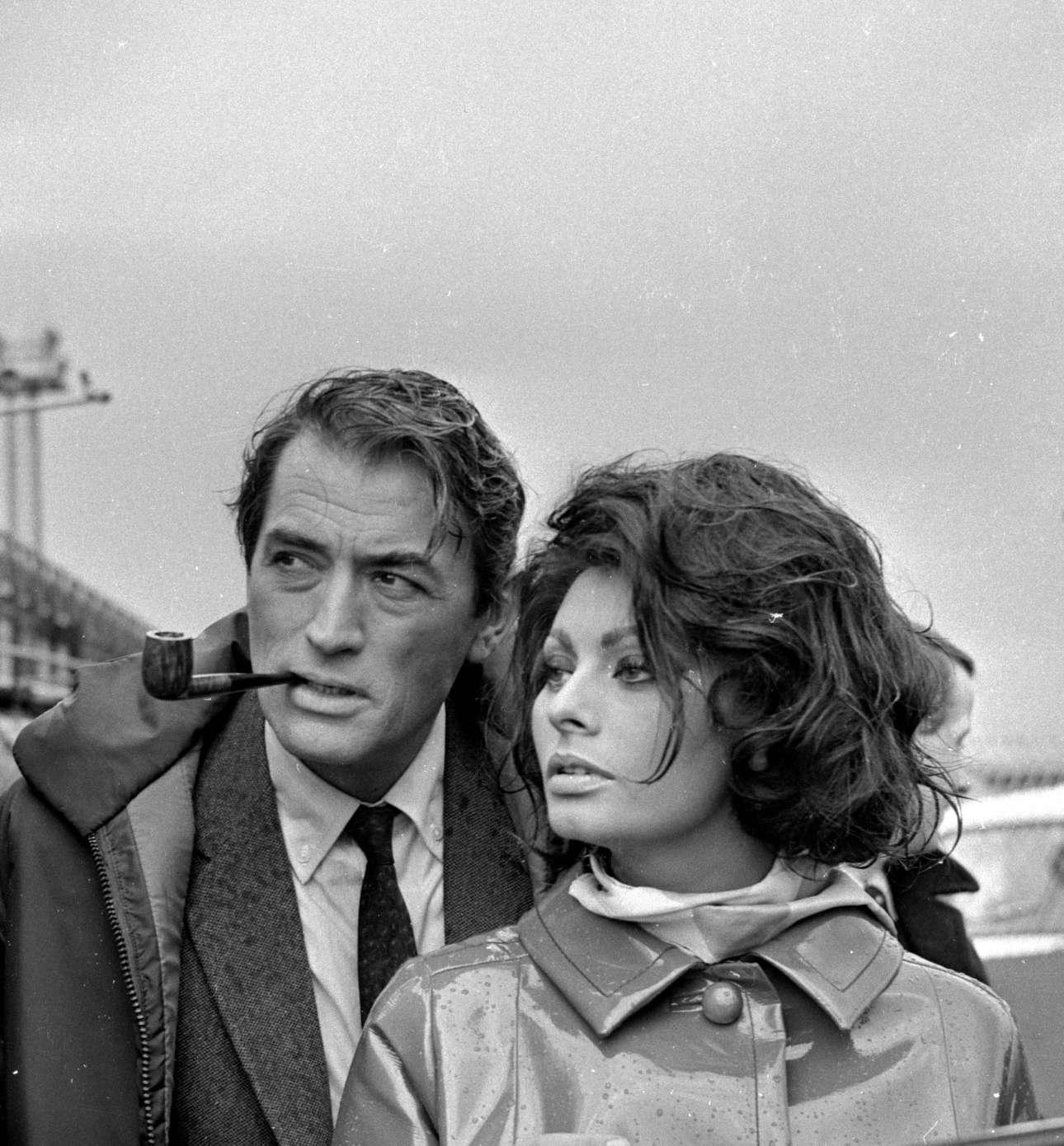 Λονδίνο 1965. Με τον Γκρέγκορι Πεκ στα γυρίσματα του «Arabesque»