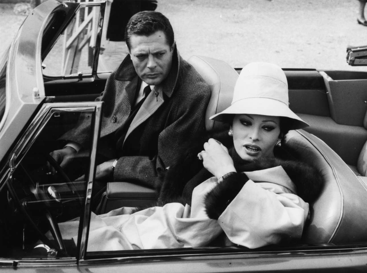 Ρώμη, 1963. Η Σοφία Λόρεν με τον Μαρτσέλο Μαστρογιάνι στα γυρίσματα του οσκαρικού «Χθες, σήμερα, αύριο» του Βιτόριο ντε Σίκα