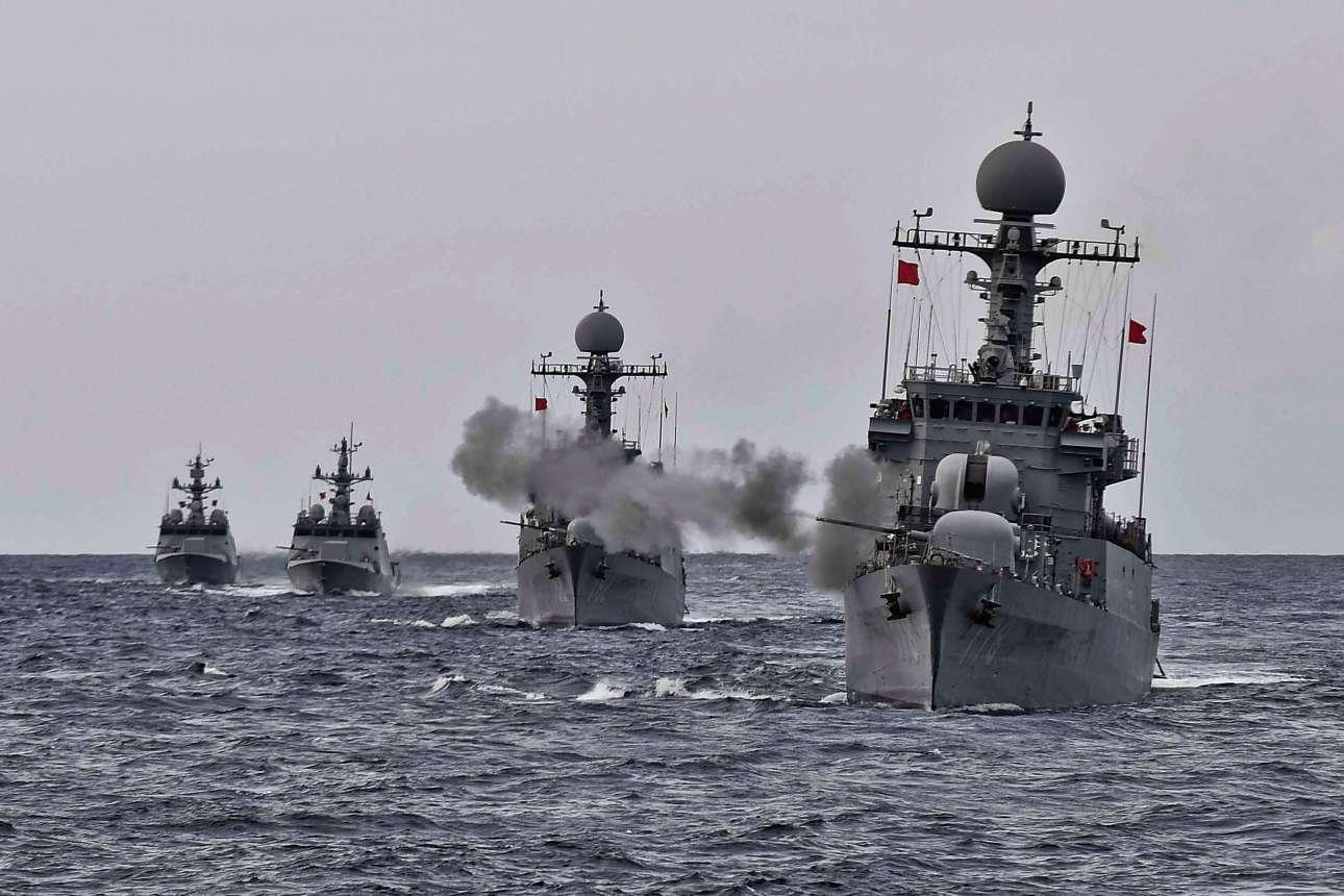 Δευτέρα, 4 Σεπτεμβρίου. Το πολεμικό ναυτικό της Νότιας Κορέας σε μια άσκηση - επίδειξη δύναμης καθώς η κρίση στην κορεατική χερσόνησο κλιμακώνεται