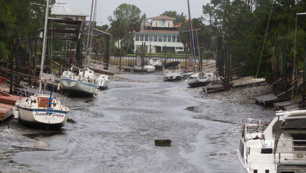 Κρανίου τόπος. Ενα μικρό λιμάνι στην βόρεια Φλόριντα λίγη ώρα μετά το χτύπημα της Ιρμα που οδήγησε στην υπερχείλιση της θάλασσας
