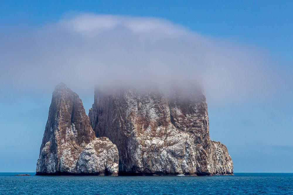 Πρώτη θέση, κατηγορία «Τοπίο». Μία ατμοσφαιρική λήψη από το διάσημο αξιοθέατο των Γκαλάπαγκος, τον ηφαιστειογενή βράχο Leon Dormido