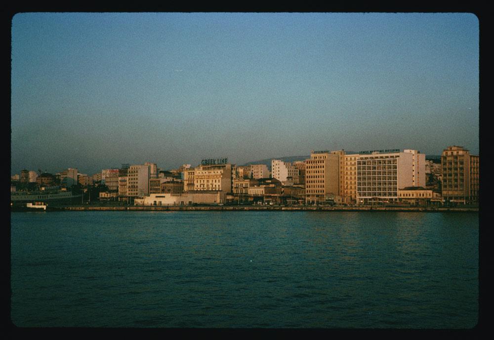 Ηλιοβασίλεμα στο λιμάνι του Πειραιά