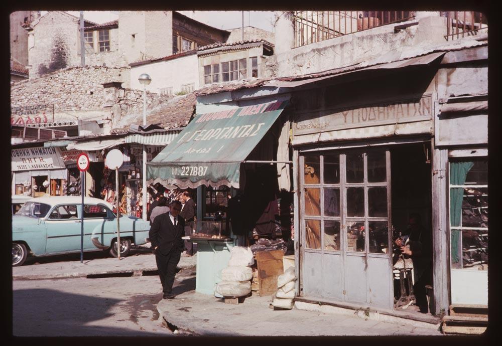 Η ζωή στην οδό Αδριανού, στο Μοναστηράκι, τη δεκαετία του 60