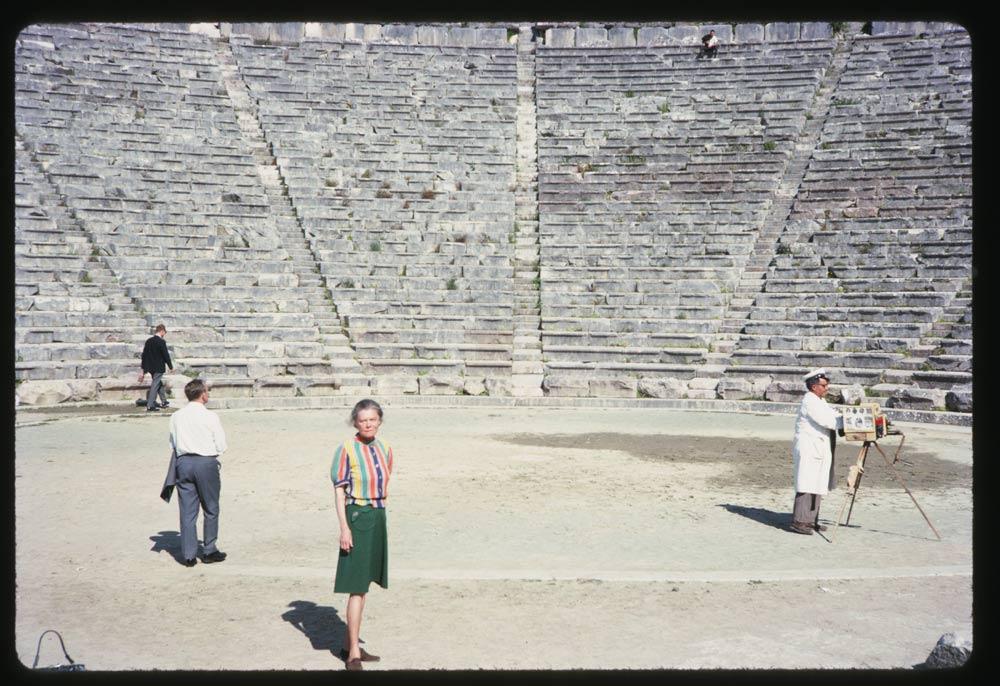 Ανοιξη στο αρχαίο θέατρο της Επιδαύρου