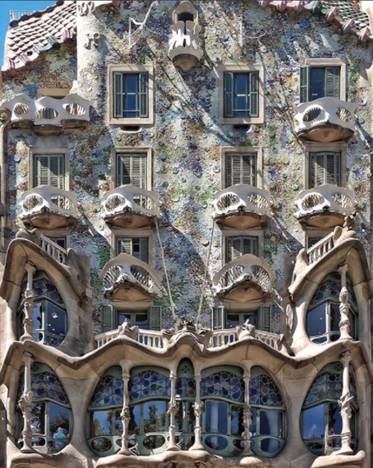 Το διάσημο, συγκλονιστικό κτίριο Casa Batllo του Γκαουντί, στο κέντρο της Βαρκελώνης
