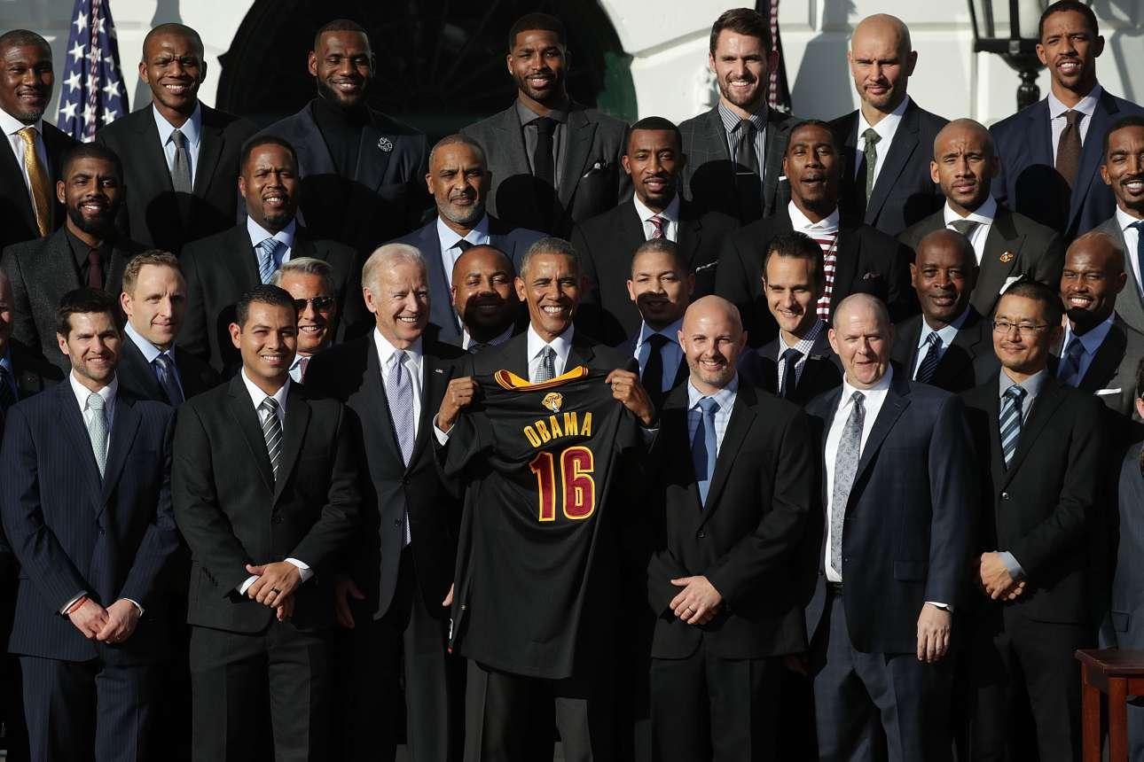 Οι πρωταθλητές του 2016 Cleveland Cavaliers στην επίσκεψή τους στον Λευκό Οίκο επί προεδρίας Ομπάμα (φωτό: Alex Wong/ Getty Images/ Ideal Images)
