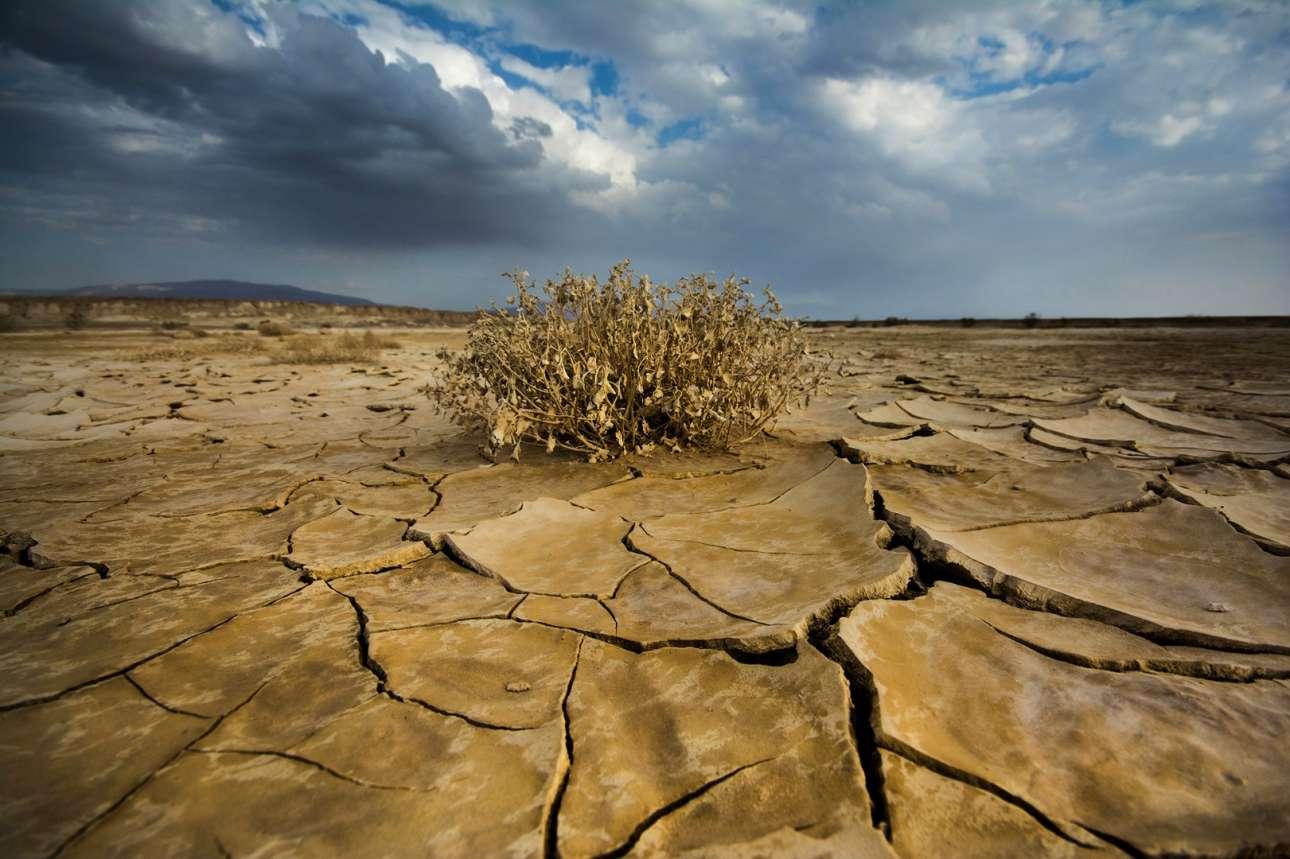 Στο χαμηλότερο σημείο στην επιφάνεια της Γης, οι πρώτες σταγόνες βροχής πέφτουν στη Νεκρά Θάλασσα, στο νότιο Ισραήλ